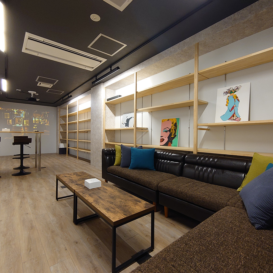 The community space of Hotel atarayo Osaka